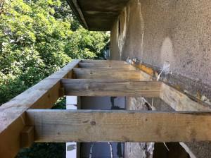 Дървена конструкция за покрив при усвояване на тераса
