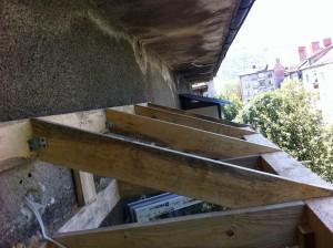 Ребра на едноскатен покрив на тераса