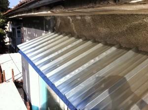 Дървен покрив на тераса с метални ламели